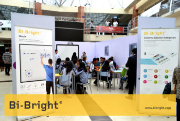 Bi-Bright presenting the interactive classroom with kids at Virtual Educa Bolivia 2017