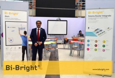 Bi-Bright Stand at Virtual Educa Bolivia 2017 presenting the interactive classroom.